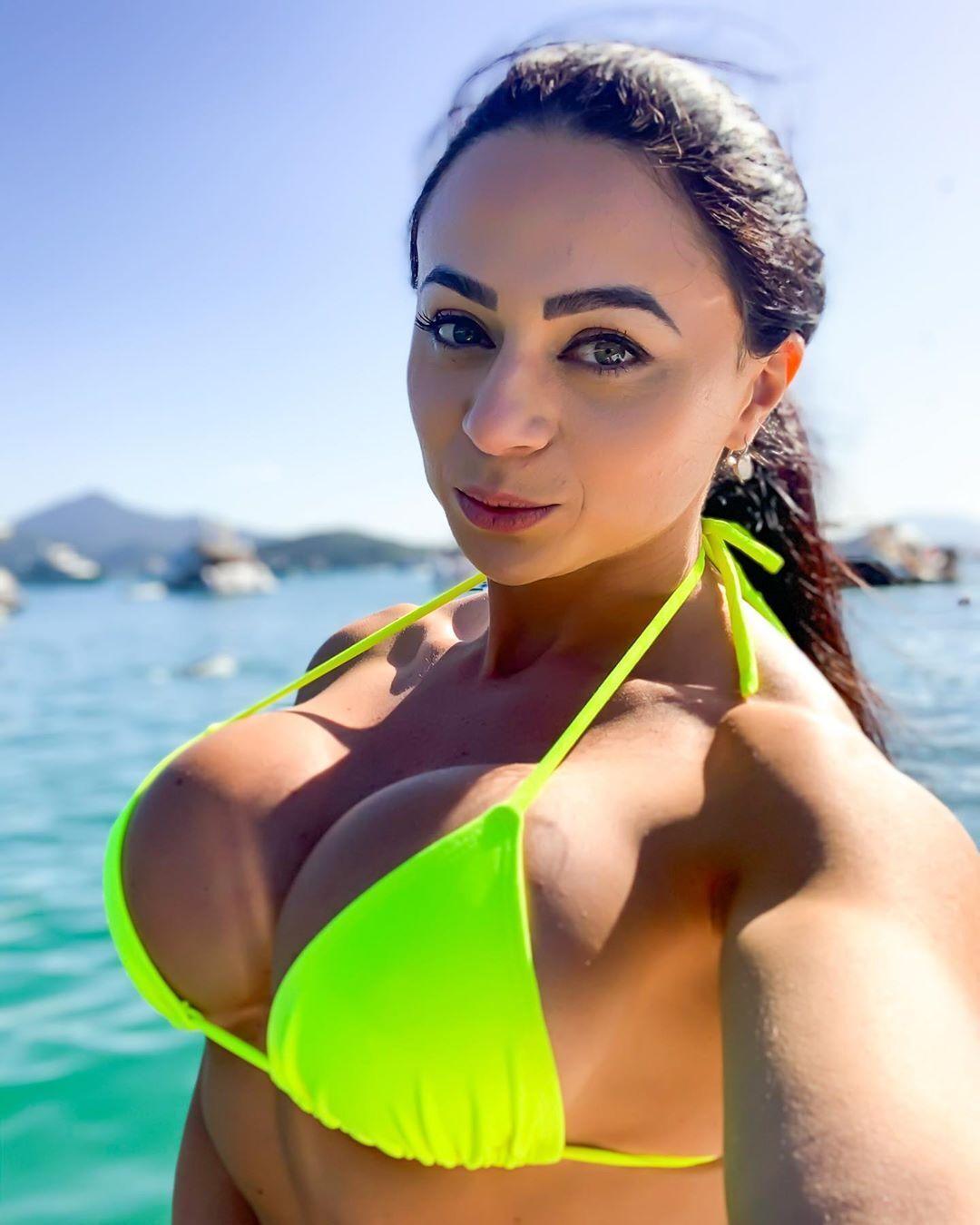 Валерия Пачеко на море