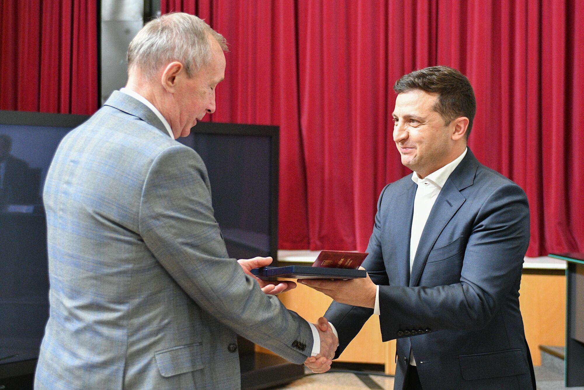 Глава государства вручил государственные награды