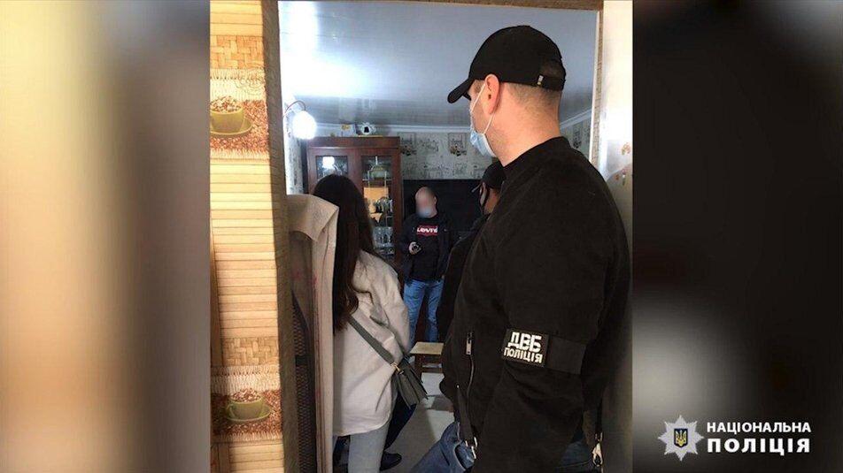 Поліцейський налагодив в Одесі та області діяльність мережі салонів із надання інтимних послуг за грошову винагороду