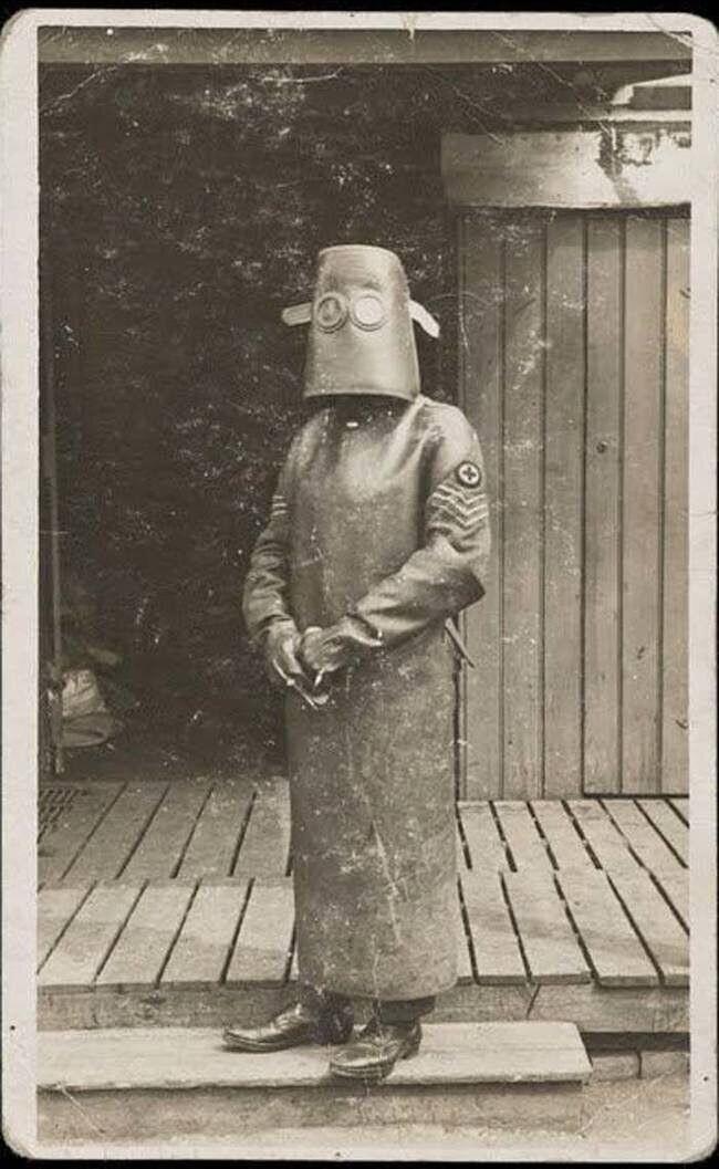 Так одевались работники рентген-кабинета в Англии начала ХХ века
