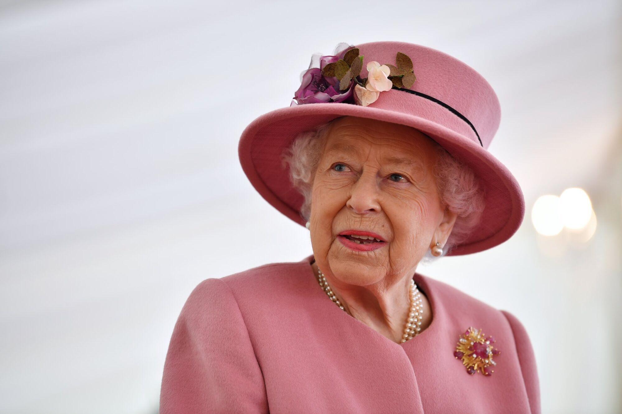Королева Елизавета II на открытии нового центра энергетической аналитики.