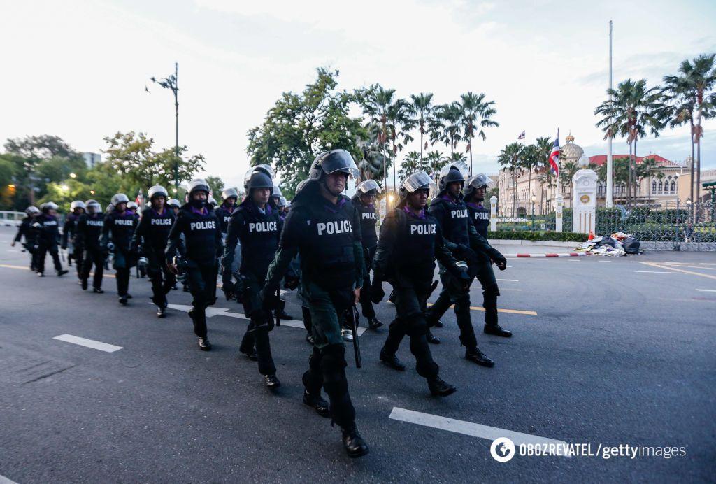 Протесты проходят в основном мирно, но без стычек не обошлось