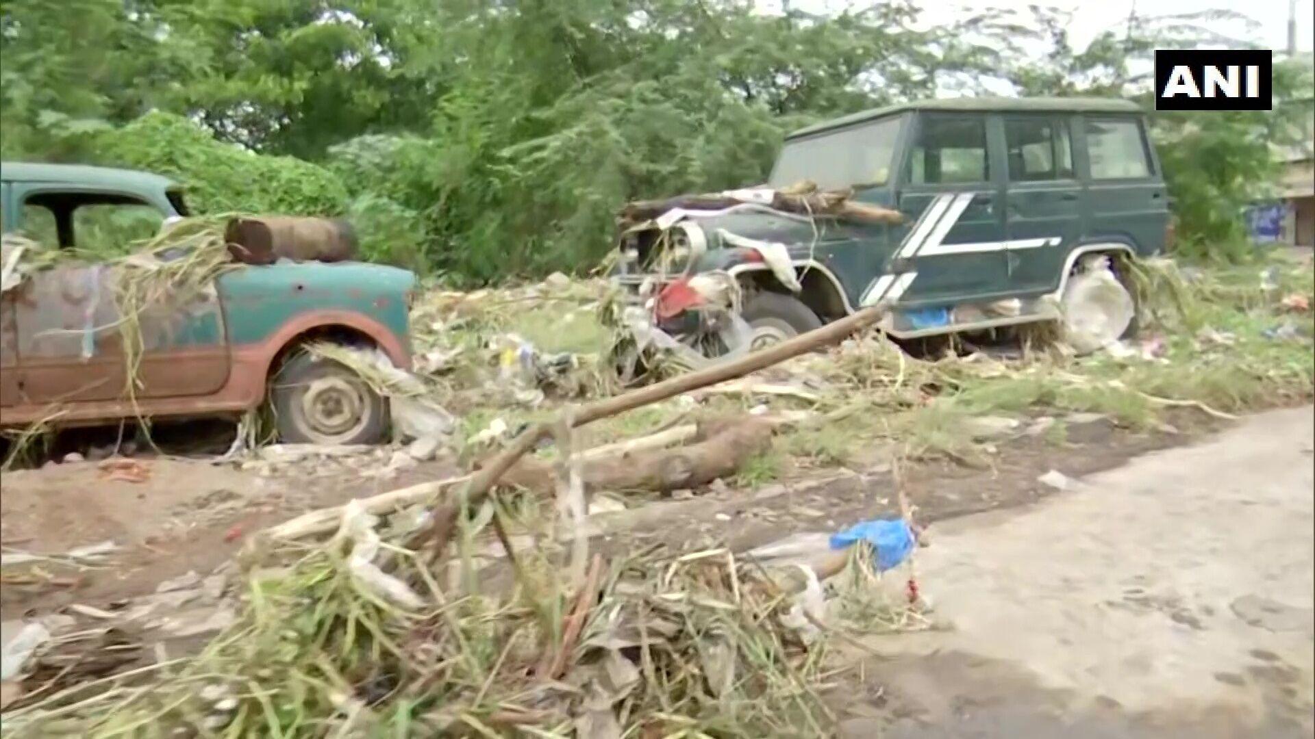 Повінь в Індії знищила автомобілі.