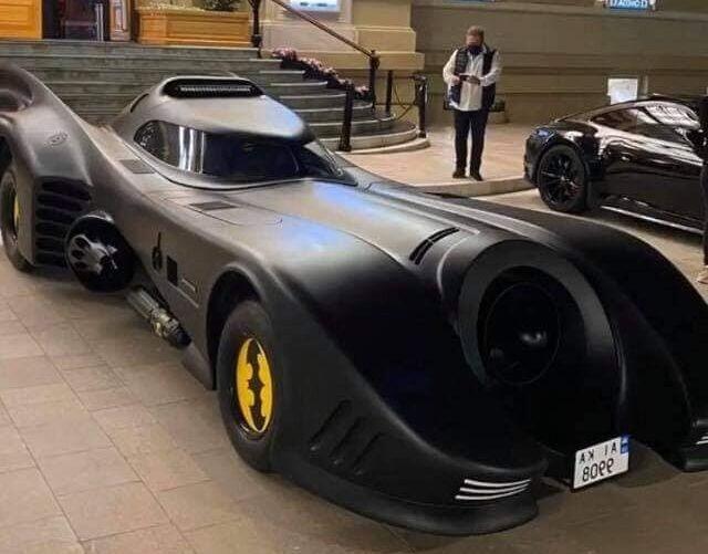 Оригинальный бэтмобиль из Украины прописался в Монако