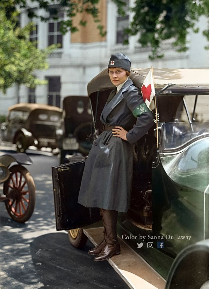 """Волонтер скорой помощи Американского автокорпуса Красного Креста во время """"испанки"""" в 1918 году"""