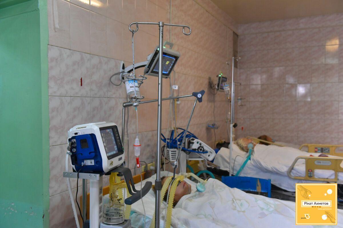 Для борьбы с COVID-19 госбольницы получили 150 аппаратов ИВЛ от Фонда Рината Ахметова