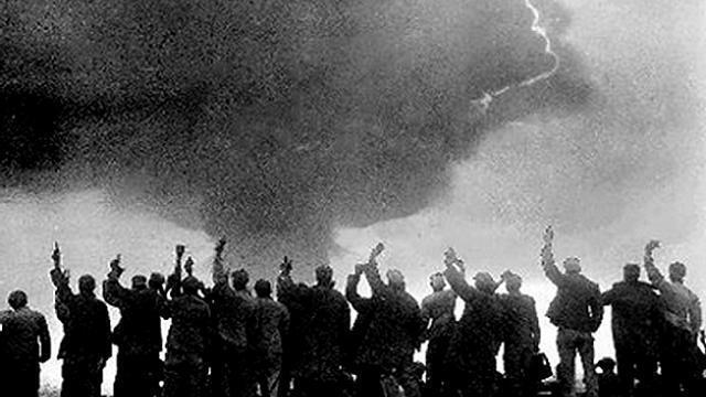 После взрыва руководство КНР заявило, что никогда не станет первым использовать ядерное оружие.