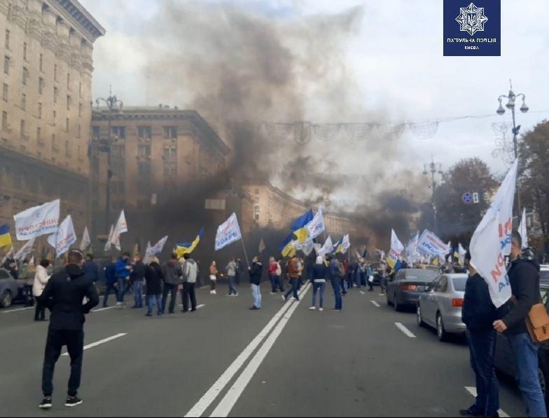 На вулиці Хрещатик тимчасово обмежили рух через протести