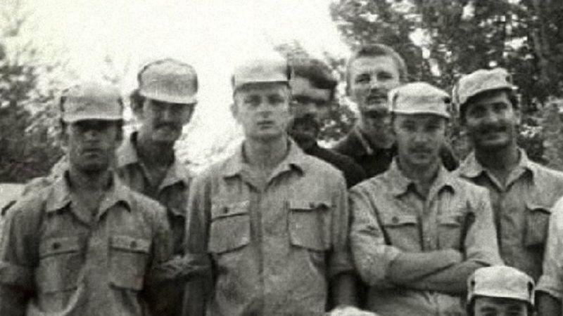 Олександр Потєєв (третій зліва).