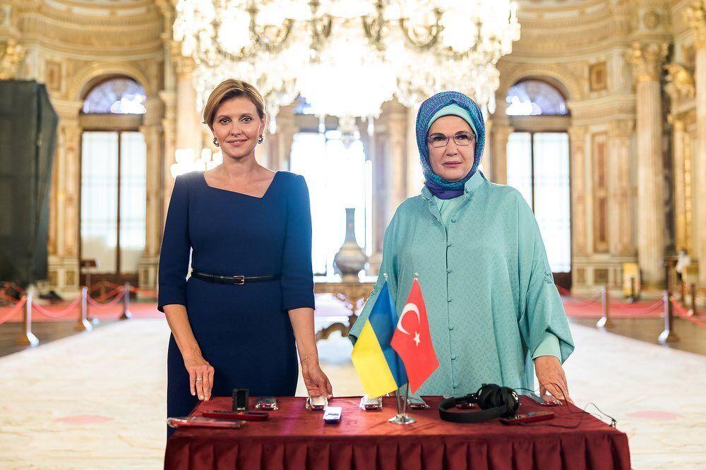 Дружина президента України викликала дискусію своїм вбранням.