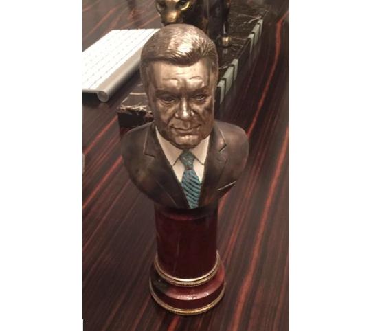 Бюст Януковича, знайдений у Андрія Головача