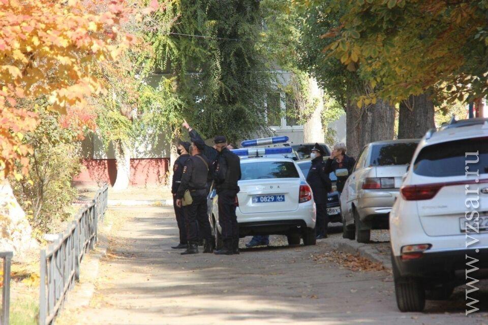 Правоохранители осматривают место инцидента