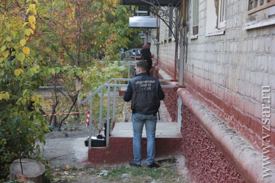 В Саратове мать сбросила детей с четвертого этажа