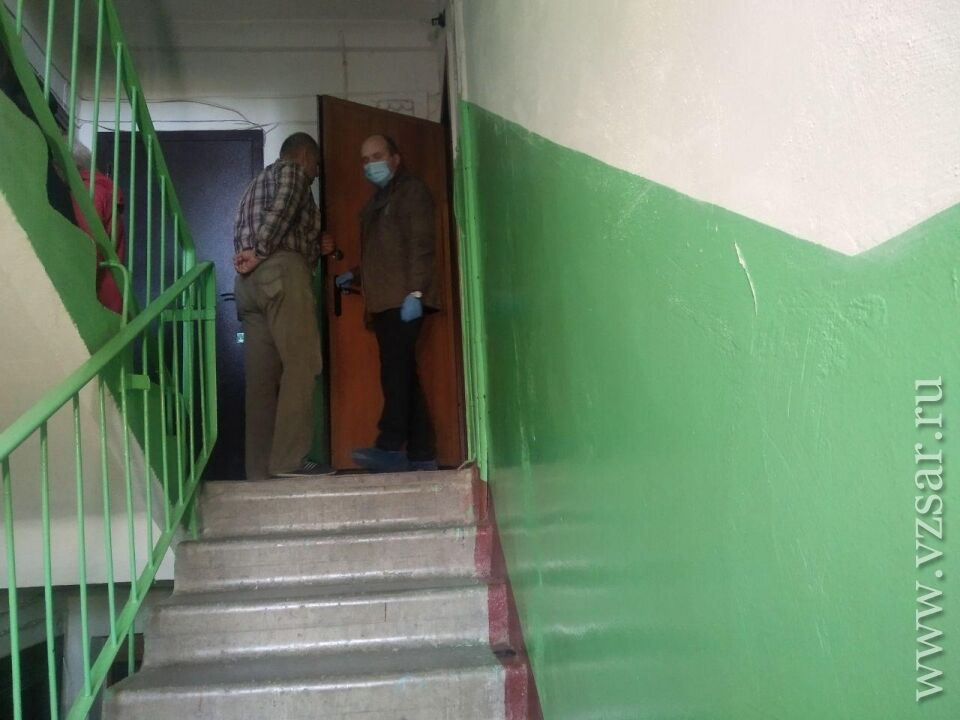 Подъезд дома в Саратове, где произошла трагедия
