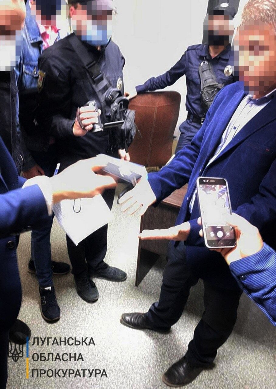 Коррупционера поймали в Луганской области.