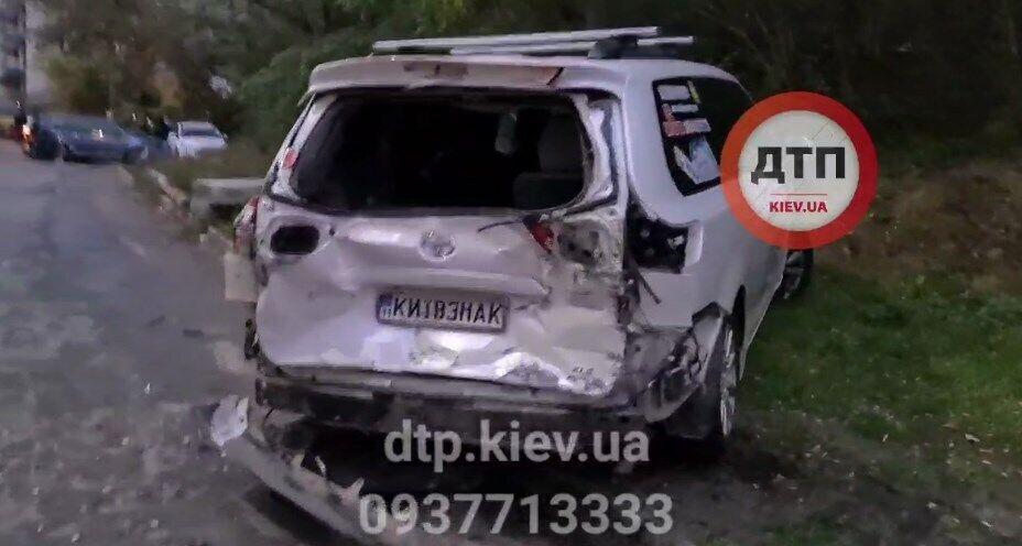 Грузовик в Киеве смял несколько автомобилей