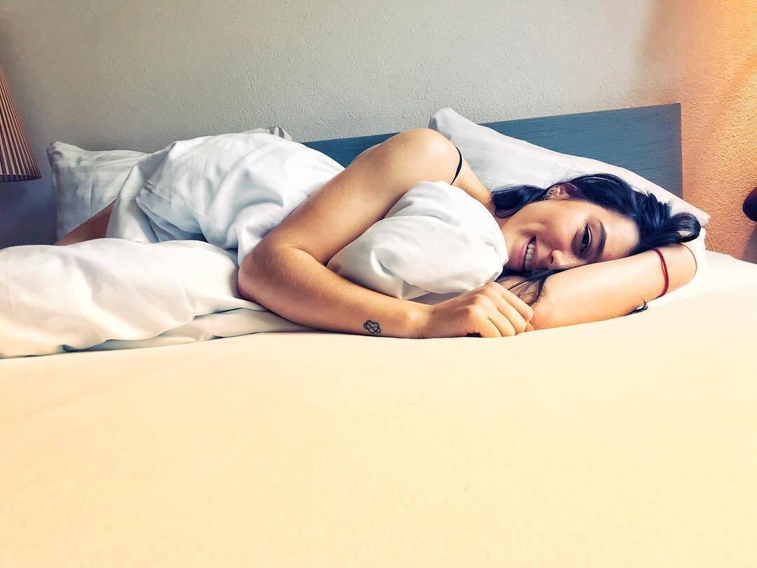 Кристина Дмитренко в кровати