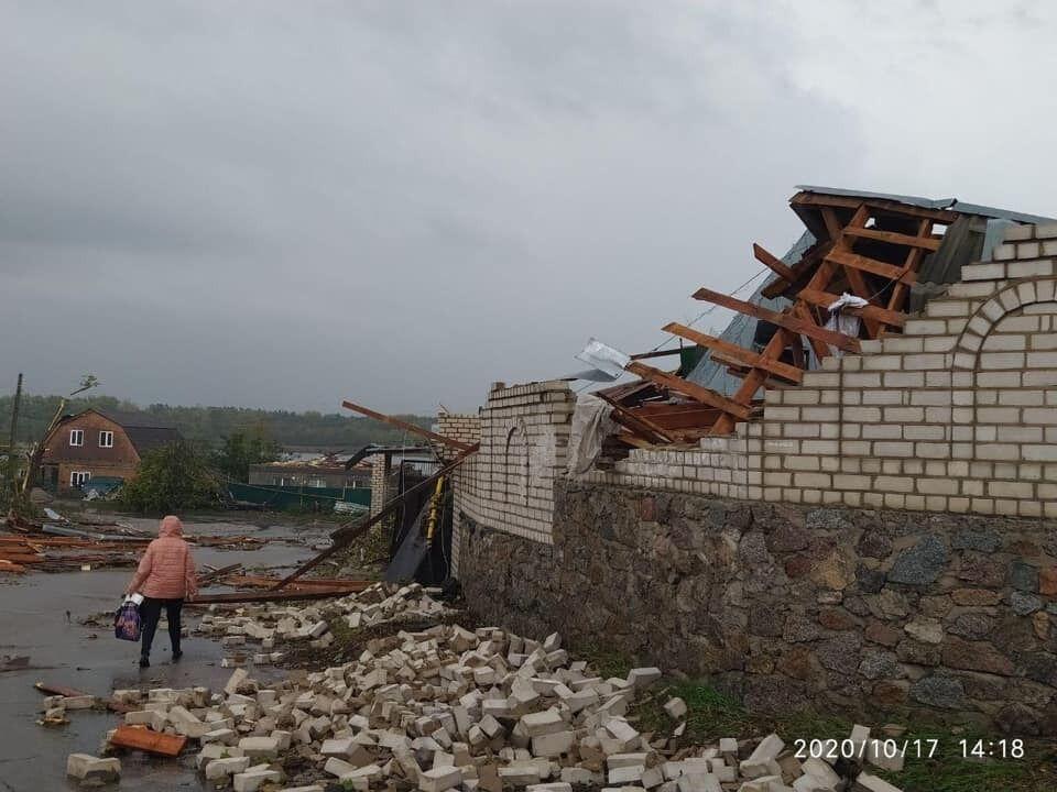 Ураган в Кропивницькому обвалив стіни