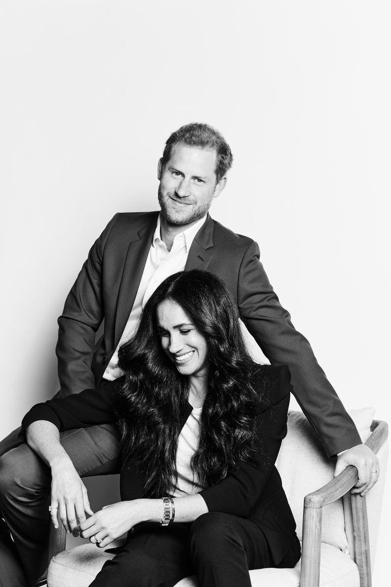 В сети появились первые официальные портреты Меган Маркл и принца Гарри.