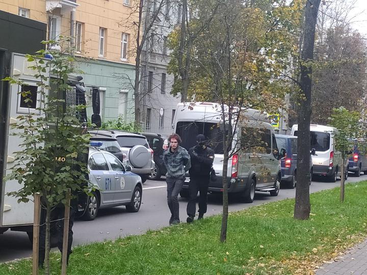 Задержание студентов возле МГЛУ