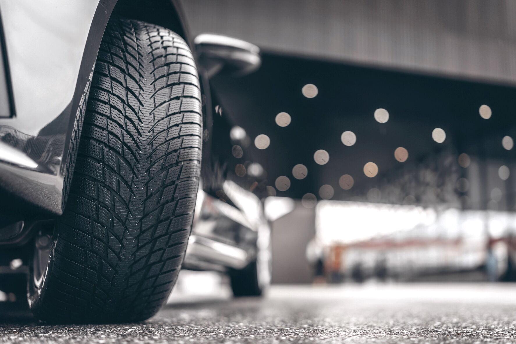 Nokian Snowproof Р относится к категории высокоскоростных UHP шин, а в ее создании принимал участие знаменитый финский гонщик Мика Хаккинен