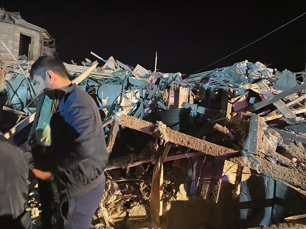 В результате удара разрушены 20 домов