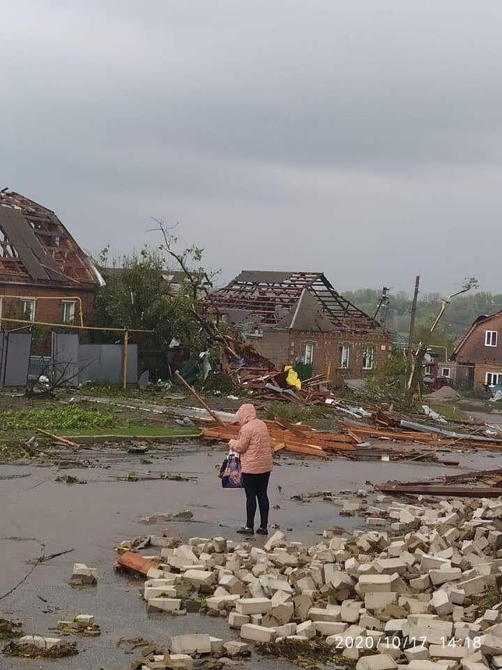 Ураган в Кропивницькому зірвав дахи з будинків