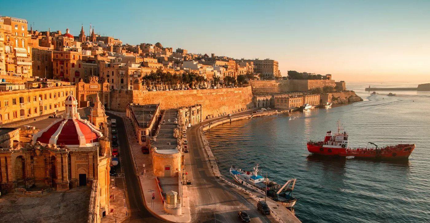Мальта разрешает въезжать в страну гражданам без предъявления негативного результата теста на ковид .