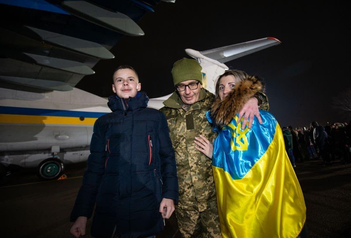 Кім Дуванов із рідними після звільнення з полону