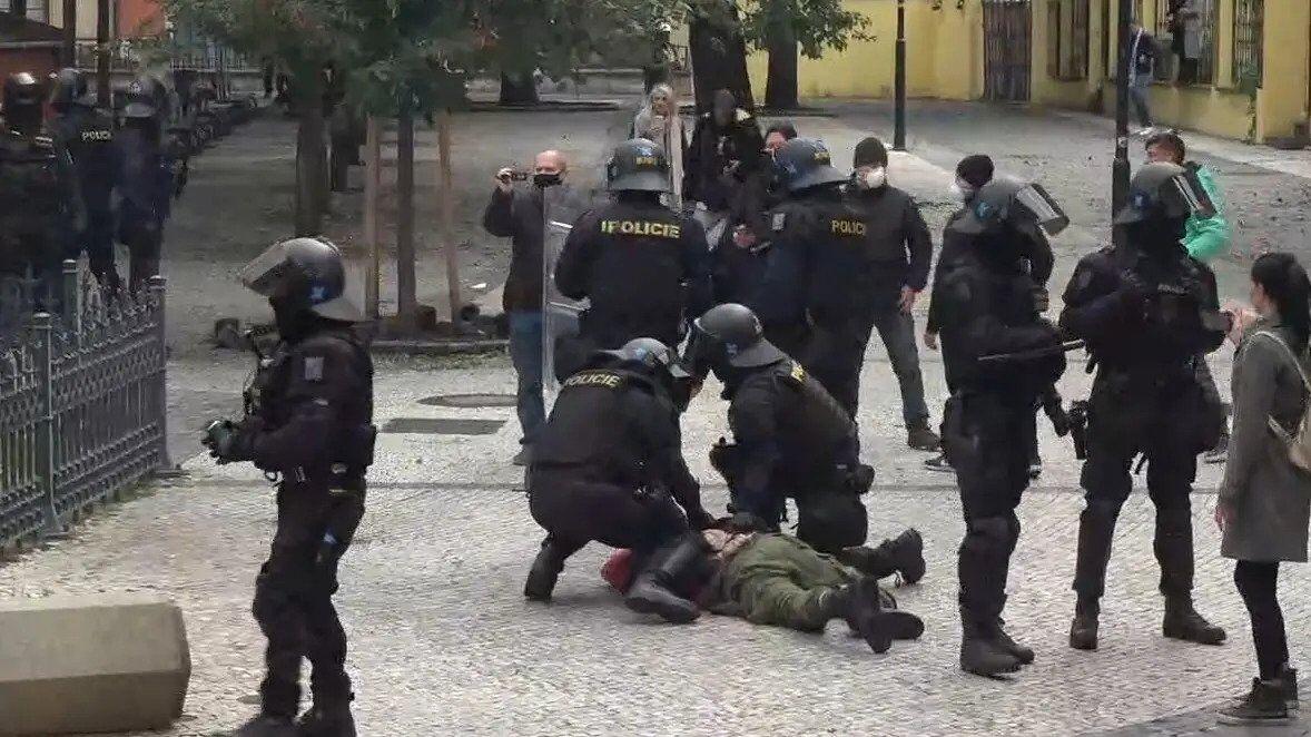 Задержания на акции против карантина в Праге