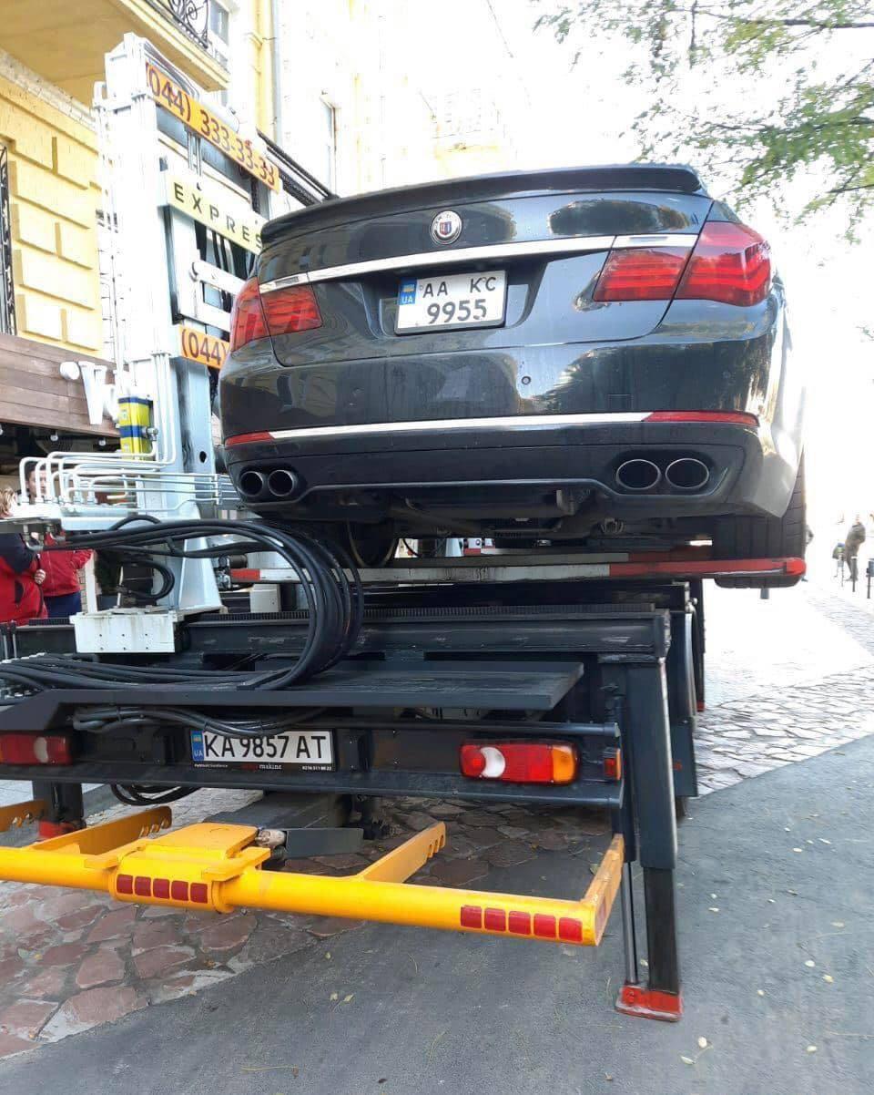 Авто Дубинского эвакуировали в Киеве