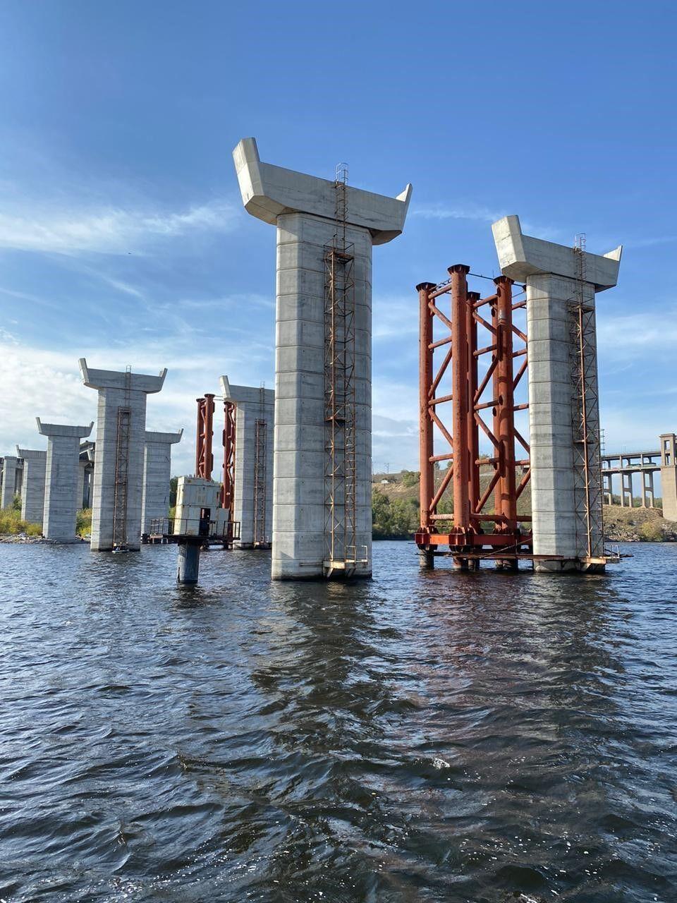 В Запорожье продолжается активное строительство мостов через Днепр