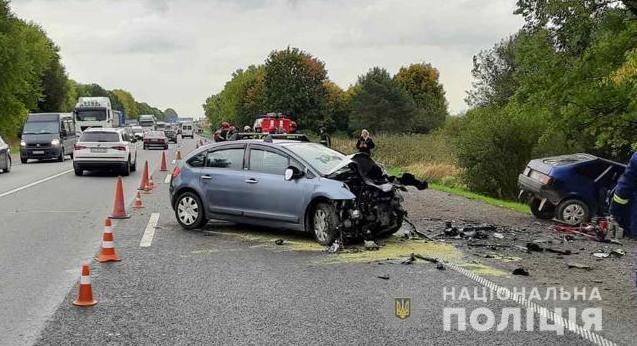 Два человека погибли на месте аварии, а еще один – по дороге в больницу.