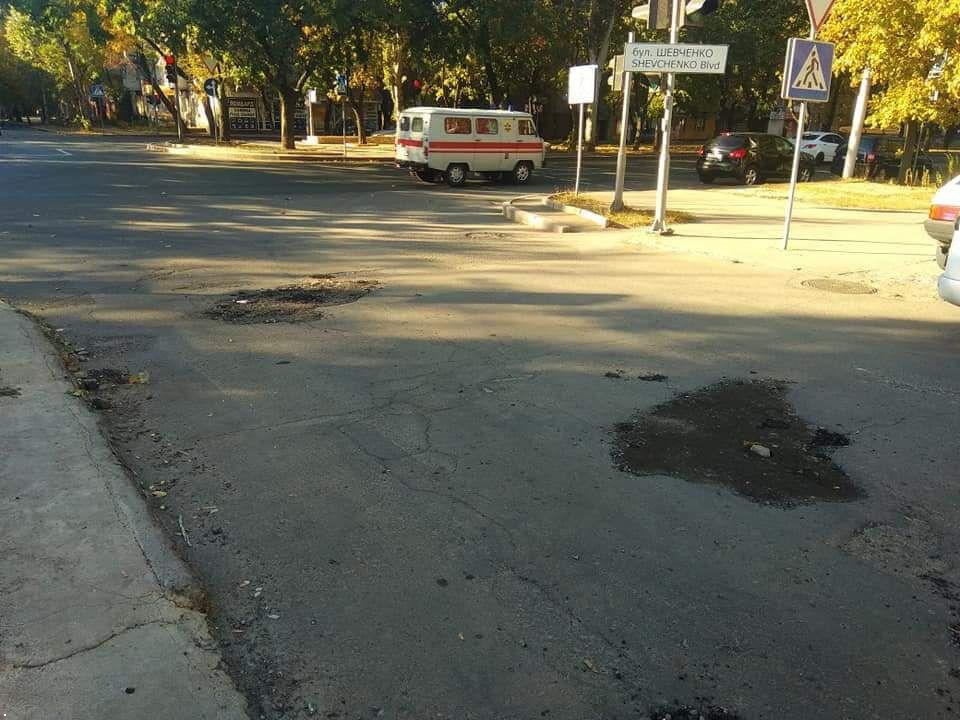 Дороги в Донецьку засипають сміттям
