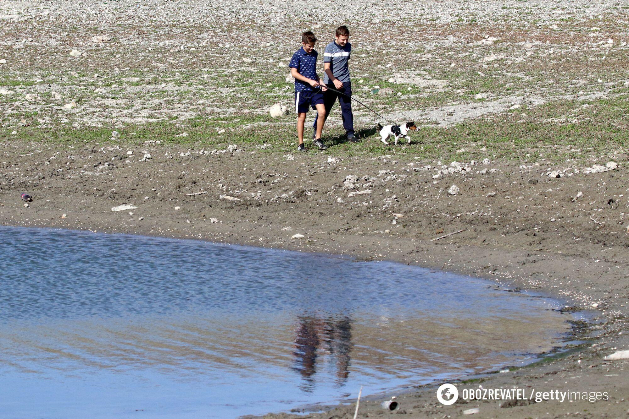 Ограничения на подачу воды в Крыму не помагают
