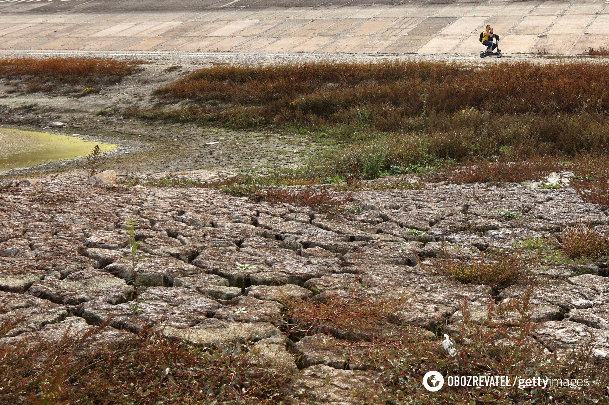 На полуострове каждый день усугубляется проблема с водой