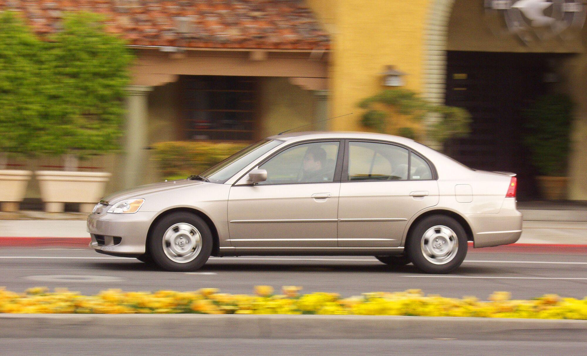 2000 Honda Civic возглавляет рейтинг среди моделей конкретного года выпуска.