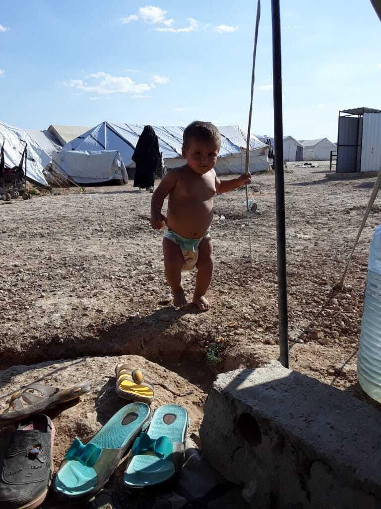 В лагере много детей