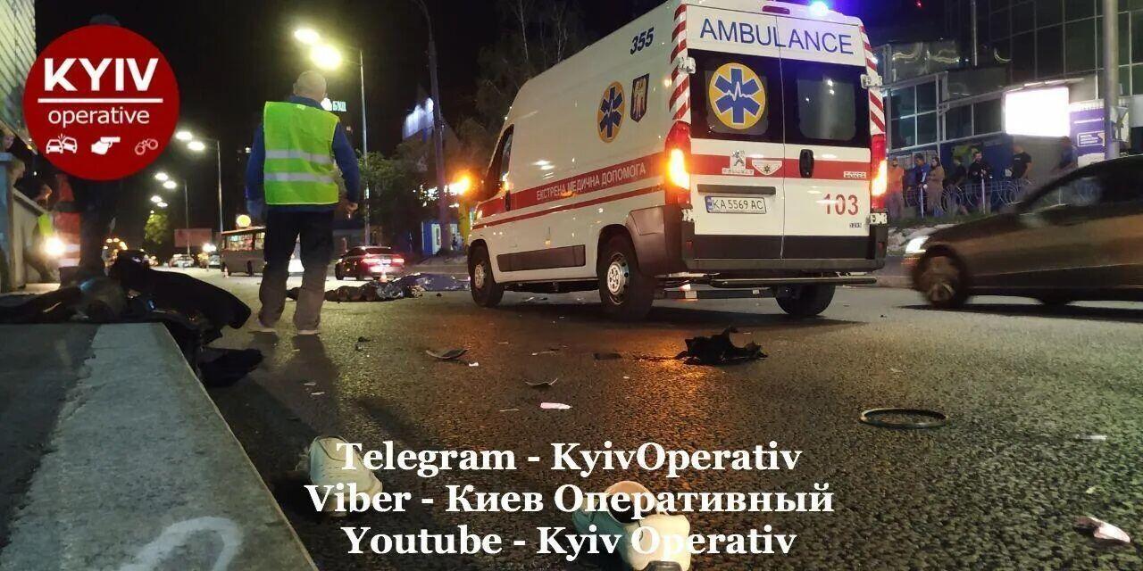 Пешеход и пассажир мотоцикла погибли на месте.