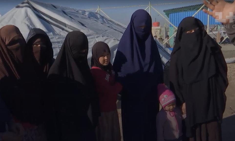 Украинки в лагере в Сирии.