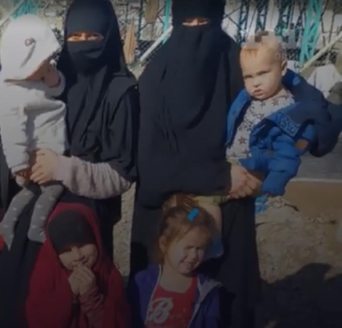Украинки в лагере.