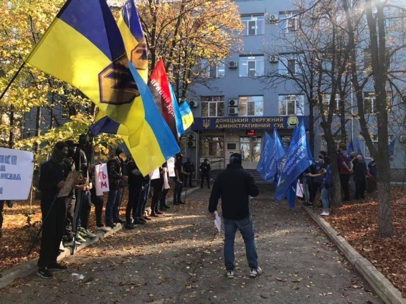 """Під будівлею суду відбувалися мітинги прихильників ОПЗЖ і """"радикалів"""""""