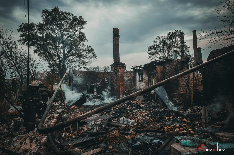 В поселке сгорели несколько домов.