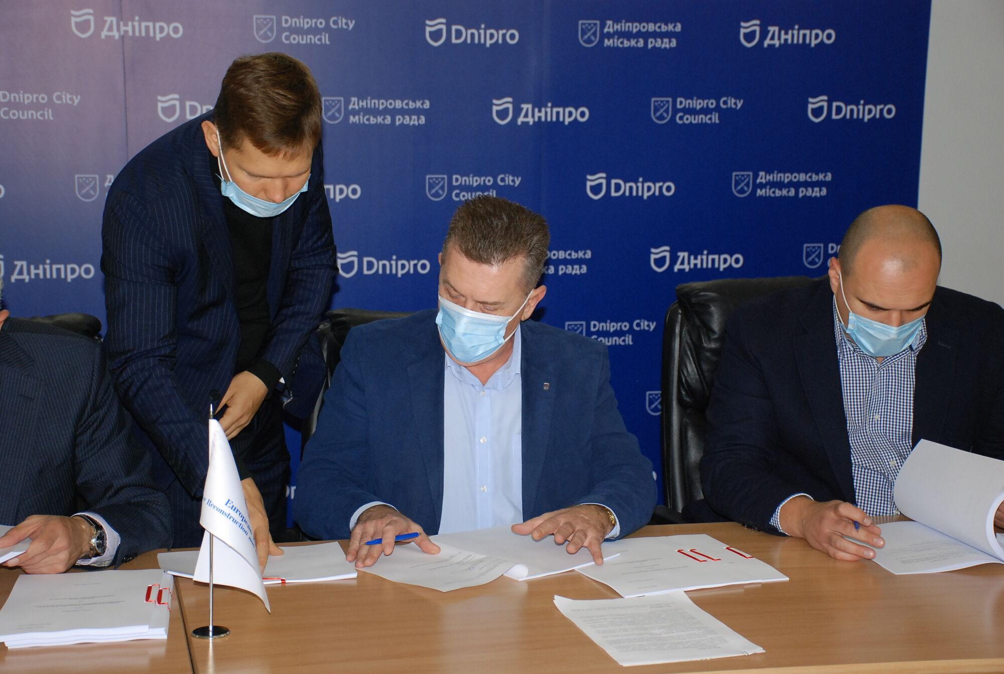 Благодаря договоренности Филатова с ЕБРР в Днепре термомодернизуют еще 98 зданий бюджетных учреждений