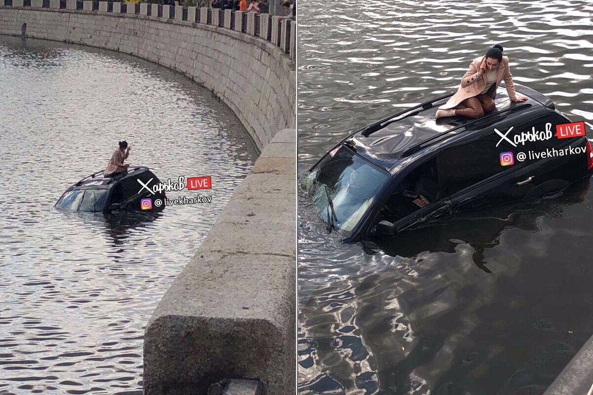 Дівчина на авто знесла огорожу на Набережній у Харкові
