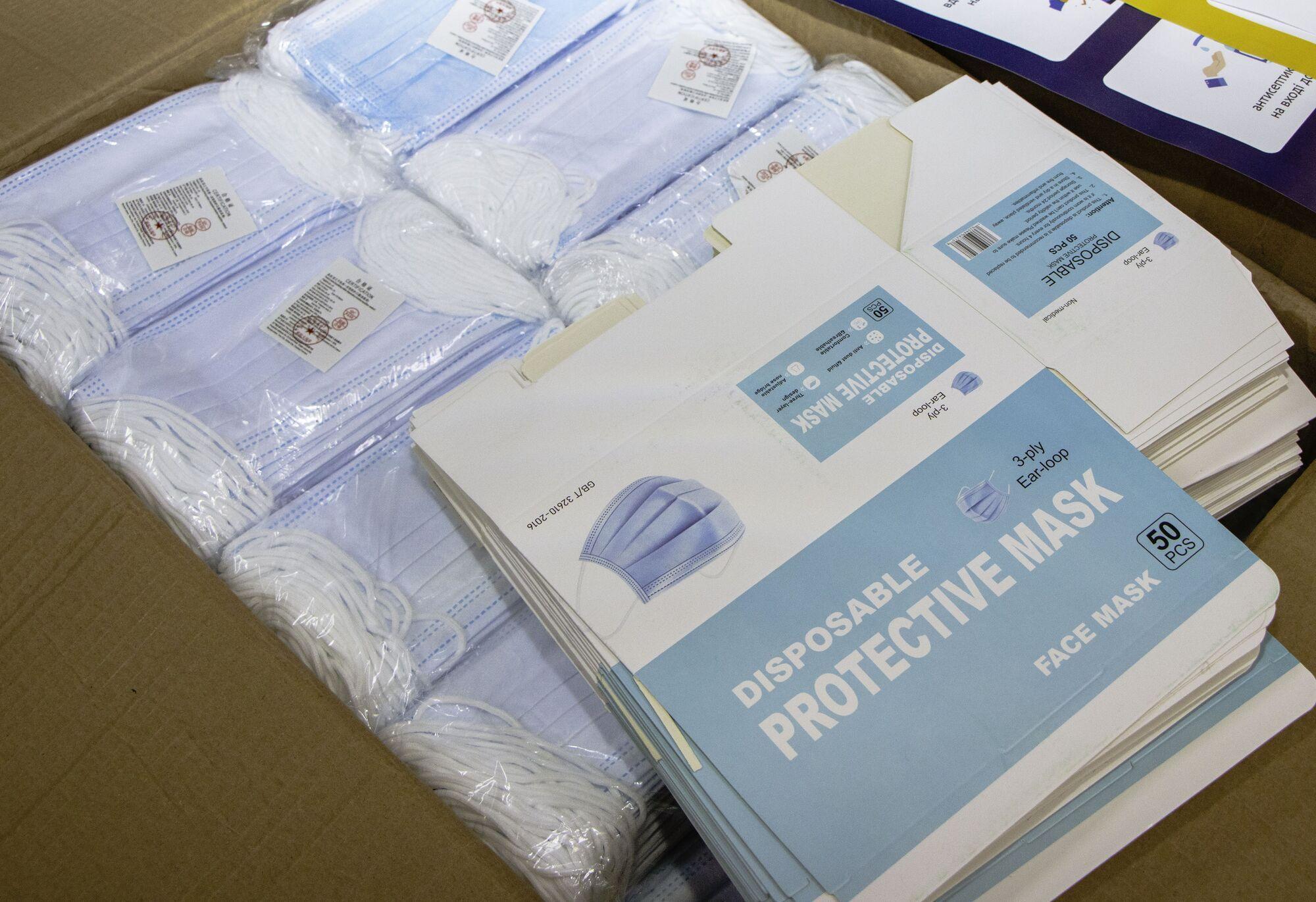 Предусмотрены запасные термометры и маски для избирателей