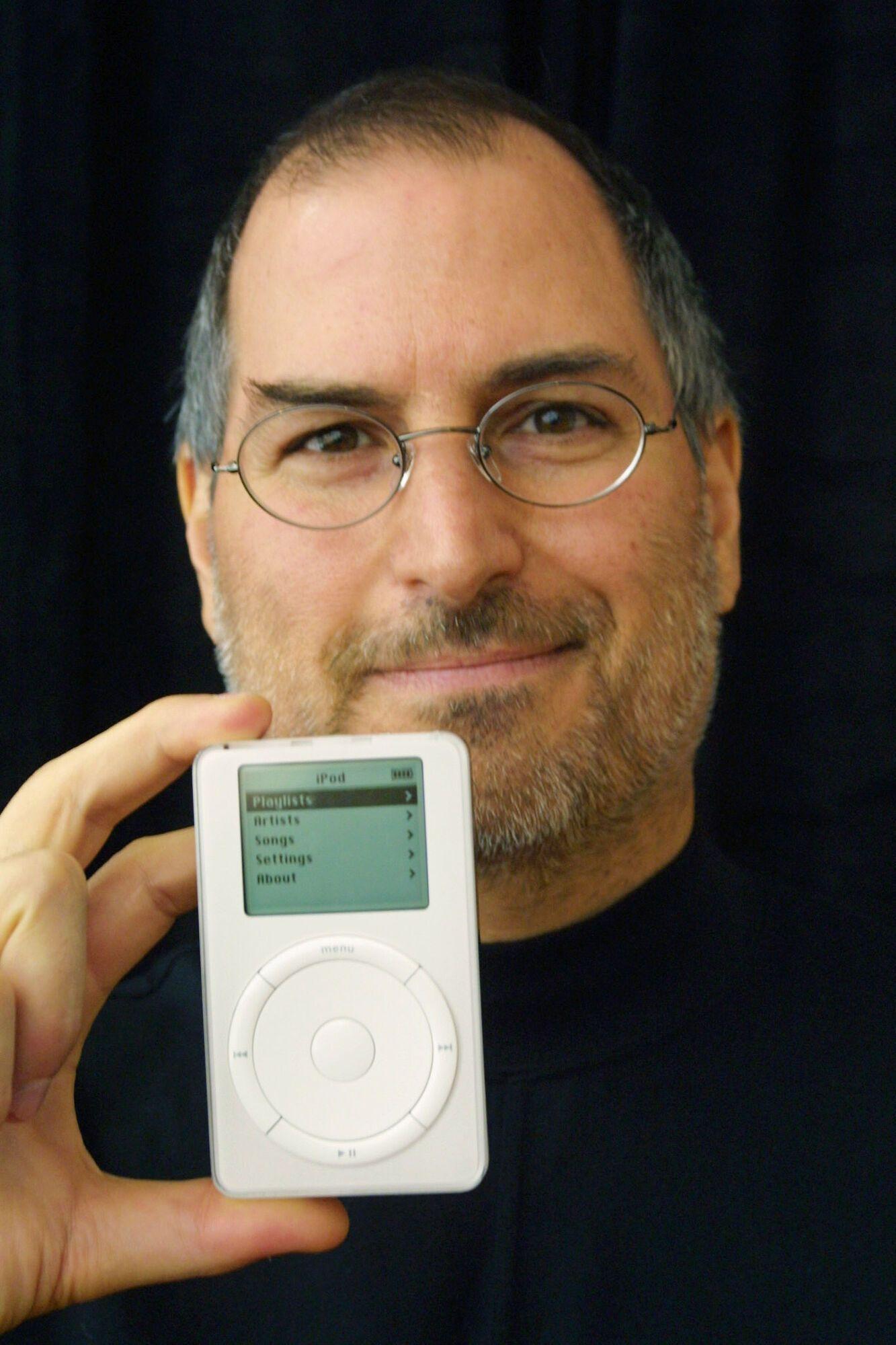 """Первый iPod Apple имел слоган """"Тысяча песен в вашем кармане"""""""