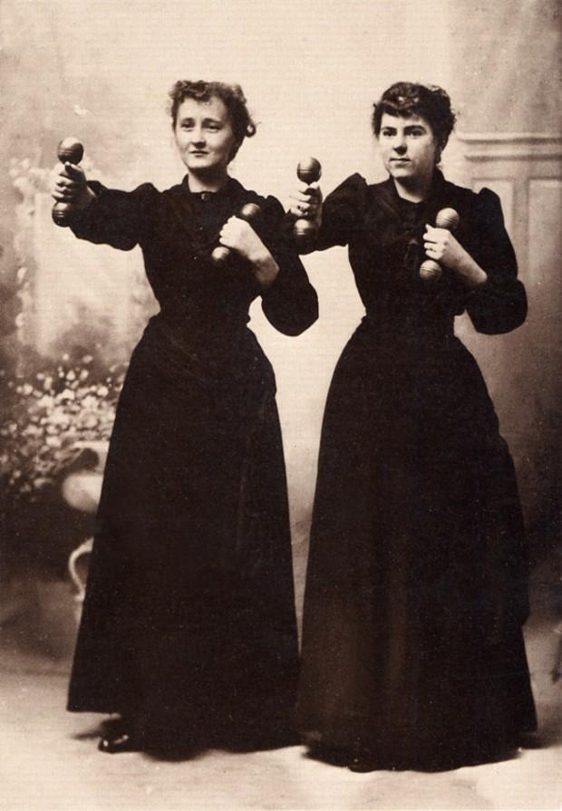 Женщины с гантелями, 1909 год