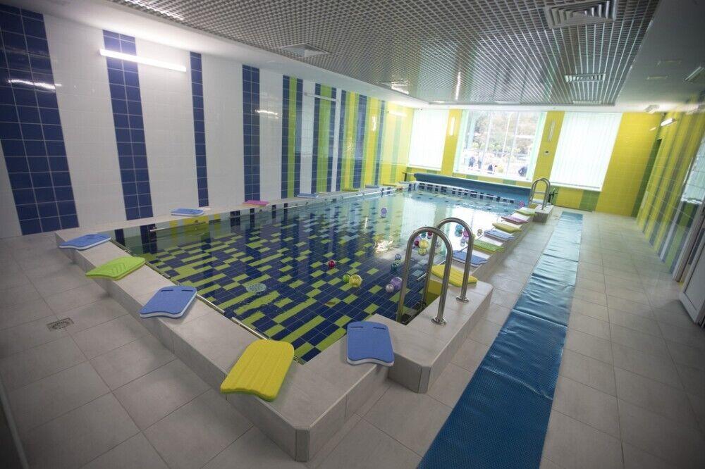 В заведении есть бассейн