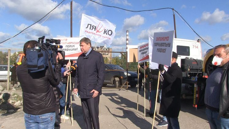 Кандидаты в Киевгорсовет от Радикальной партии заблокировали штрафплощадку в Киеве